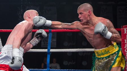 Nathan Dale(yellow and Green) v Ryan Hardy. Picture: Jerry Daws Stillfocused.co.uk