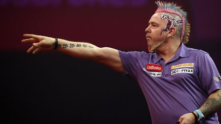 Peter Wright competes against Simon Whitlock during day fifteen of The Ladbrokes World Darts Champio