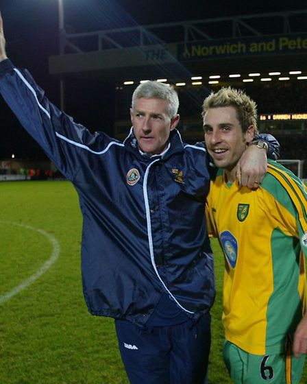 Huckerby with Nigel Worthington following his final loan game, a 4-1 win against Cardiff City at Car