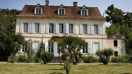 Dordogne chateau with 35 acres of land for 950,000 euros