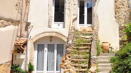 Charming house near Beziers for 104,500 euros