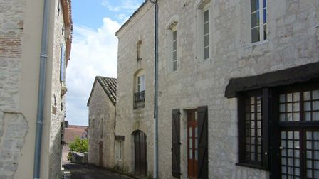 Village house in Tarn-et-Garonne with outbuildings to renovate for 180,000 euros
