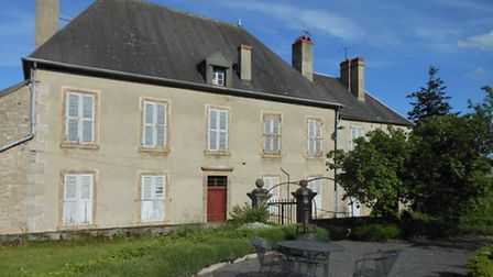 Period house in Burgundy to renovate for 274,000 euros
