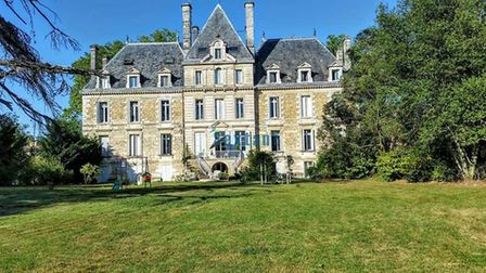Chateau-apartment-in-Gironde-f