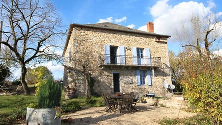 Three-bed house near Varen is on sale for 485,000 euros with Forgotten France