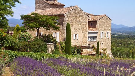 A traditional stone house in Provence © Irakite / Dreamstime