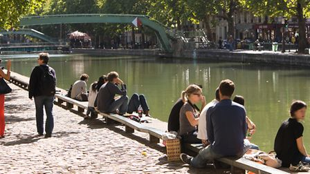 Sitting by the Canal St Martin in Paris © Paris Tourist Office - Jacques Lebar