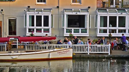 Are these the best canal/river-side pubs on the Oxford Canal? PHOTO: The Folly at Oxford