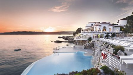 The stunning infinity pool at the Hotel du Cap-Eden-Roc in Antibes ©HDCER