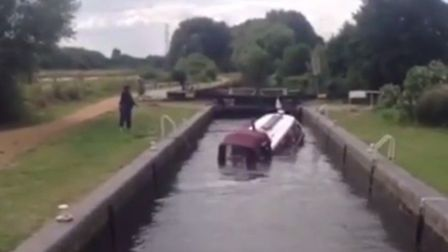 Narrowboat sinks in 25 seconds