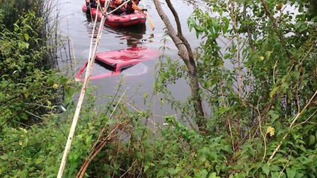 It is unclear who the Land Rover belongs to or how it ended up in the river | Evesham SNTs