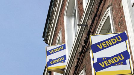Selling your French property through an estate agent © Lulu Berlu / Fotolia