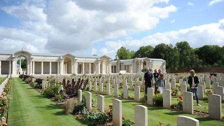 People pay their respects in Arras' British cementary (c) P. Brunet