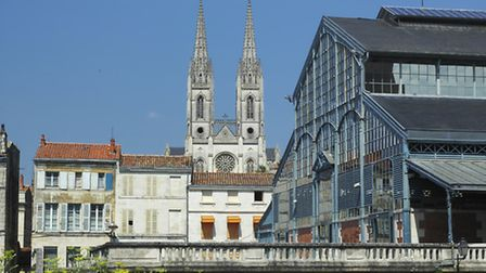 Cathedral and historic market in Niort (c) clodio / Thinkstockphotos