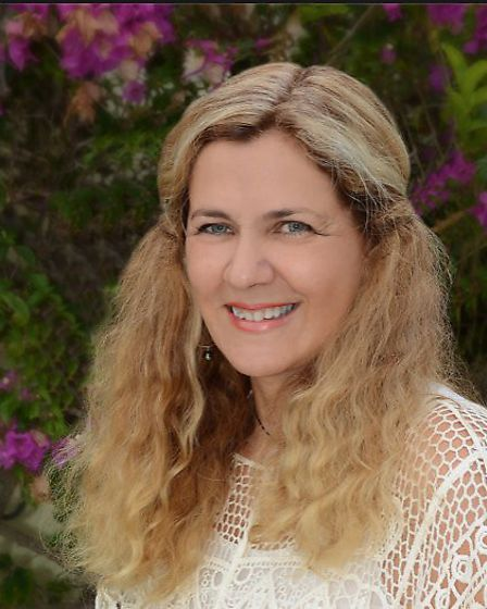 Katie May founder of Expat Dating France