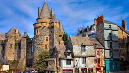 The crooked medieval buildings lining the centre of Vitré © aterrom / Fotolia