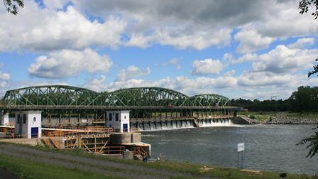 Movable dam at Lock 8