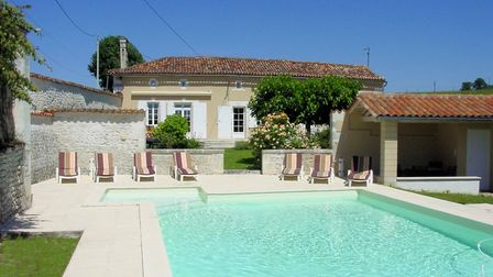 5 bedroom country house with a heated pool in Charente for ¬336,000 with Charente Immobilier