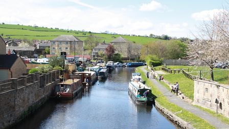 Should wide and narrow boats be charged differently?