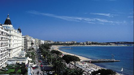 Cannes population almost triples in size during the film festival © Semec; Ajuria