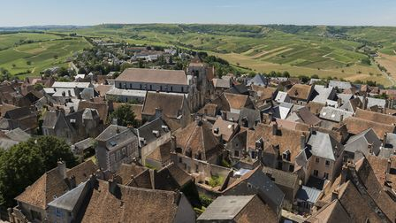A view over the rooftops and vineyards of Sancerre, ond of the Loire Valley's best known vintages Kl