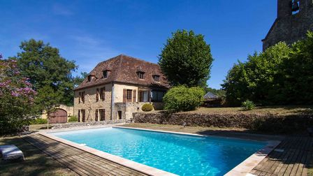 Restored rectory near Sarlat in Dordogne from Sextant