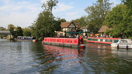 Passing the riverside pub at Rye House