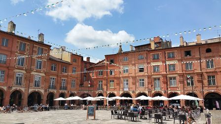 A cafe square in Montauban in spring © Maison Belmont