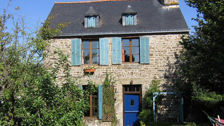 A detached house just a short walk away from the boulangerie in Mayenne
