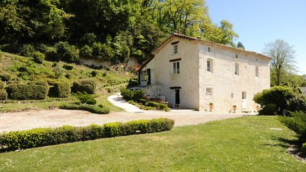 A two-bedroom house with pool in Tarn-et-Garonne