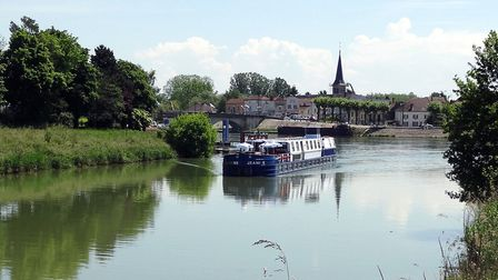 MS Jeanine on the Canal de Bourgogne from CroisiEurope © www.letabatha.net