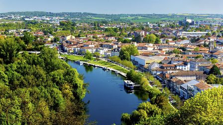 Angoulême and the River Charente © Leonid Andronov / Thinkstockphotos
