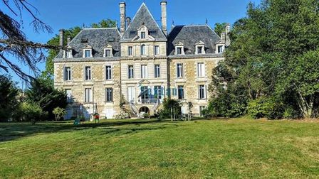 Chateau apartment in Gironde for 190,000 euros