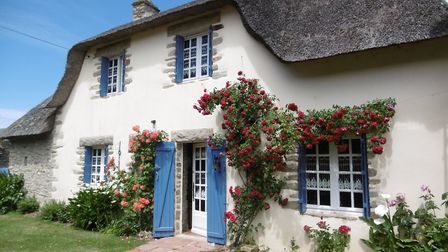 Two thatched cottages on the market in Loire-Atlantique from Stephane Plaza Immobilier