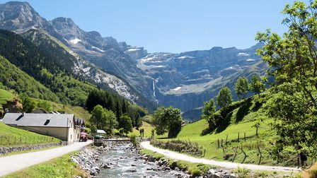 The GR10 leads to the breathtaking Cirque de Gavarnie in Hautes-Pyrenées ©philipimage - Getty Images