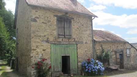 House and barn for renovation in Haute-Vienne for sale for 38,400 euros