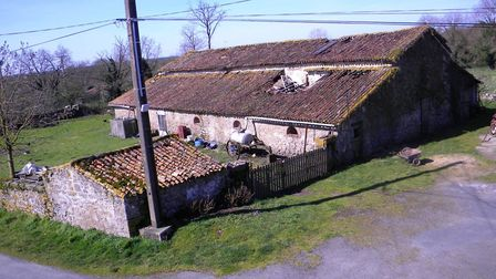 17th-century barn to renovate for sale for 30,000 euros