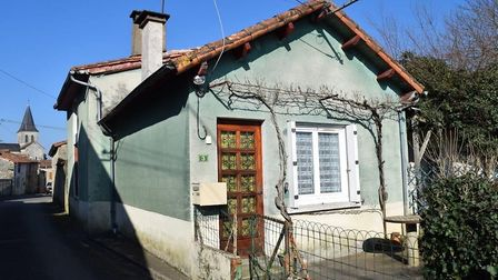 Two-bed house in Verteuil-sur-Charente for sale for 34,000 euros