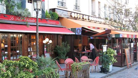 Always ask to be seated when entering a French restaurant ©Linda Viandier