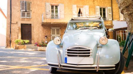 There are many ways you can save on driving in France 2CV © Ivonne Wierink - Fotolia