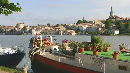 Castelnaudary on the banks of the Canal du Midi in Aude © Davy