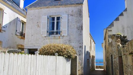 One-bed house on an island off the Brittany coast for sale for 106,000 euros with Leggett