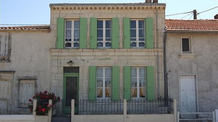 Three-bed house in Charente-Maritime with views of the sea for sale for 171,200 euros with Charente