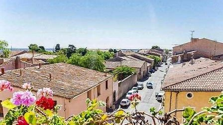 The view from the roof terrace of a three-be house in Marseillan for sale for 189,500 euros with Art