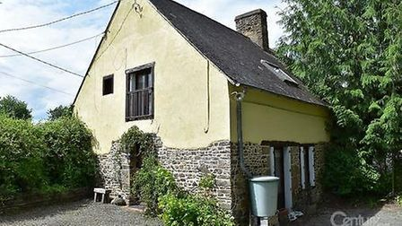 Two-bed stone cottage near Dol-de-Bretagne for sale for 100,545 euros with Hexagone France