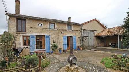 Pretty 2-bed cottage in Vienne for sale with Allez-Francais