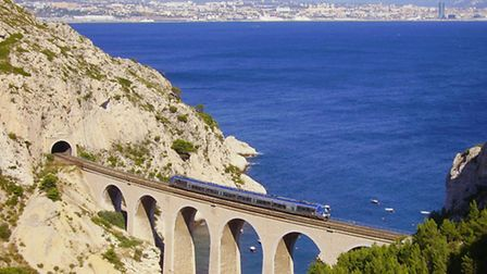 Train de la Côte Bleue with a view of Marseille in the background ©Wiki Commons - Didier Duforest