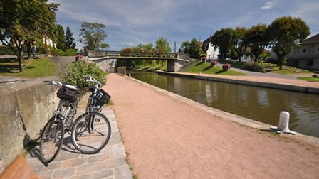 Use the Interloire train to take you one way on your bike ride along the Loire à Vélo route ©Thinkst