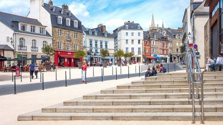 The square in front of the covered market hall in Vannes, Brittany ©Gim42 - Getty Images
