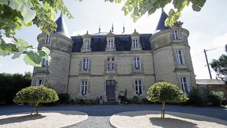Chateau for sale in Deux-Sevres for 475,000 euros